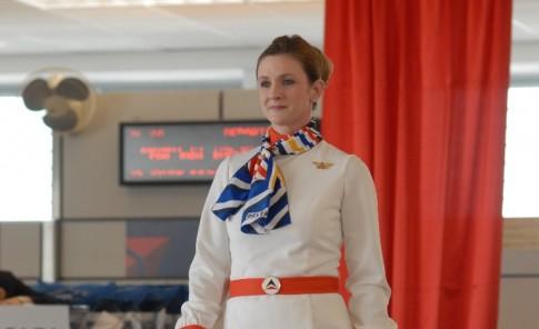 Asistentes de  vuelo desfilaron por el gate de Delta del Muñoz Marín.