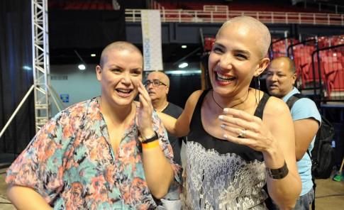 Sin pelos por los niños pacientes de cáncer