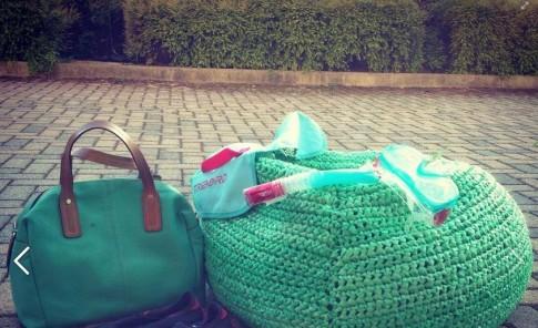 Crean muebles con bolsas plásticas