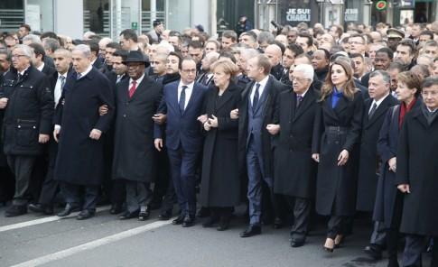 Marchan por la paz en París