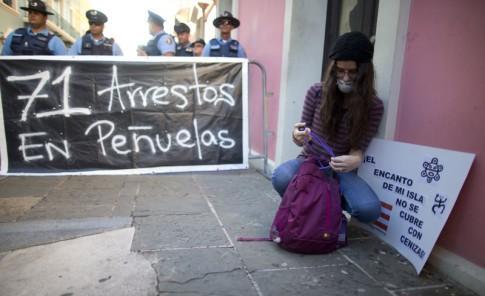Protestan frente a la Fortaleza contra el depósito de cenizas