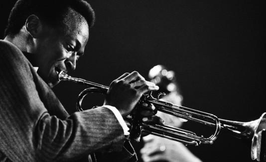 Comienza con un disco de Miles Davis para que te enamores del jazz.
