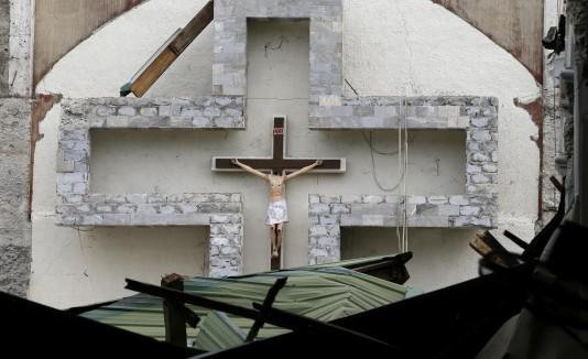 Iglesia destruída por un sismo en las Filipnas