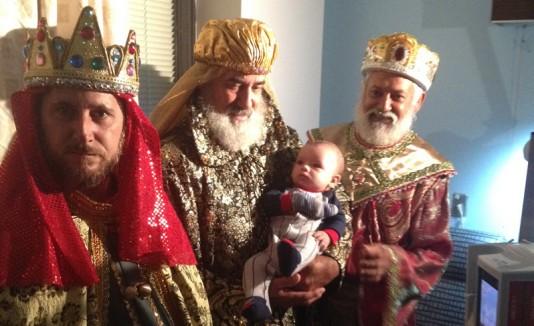 Llegan los Reyes Magos al Hospital Auxilio Mutuo