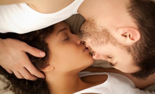 Orgasmo pareja feliz
