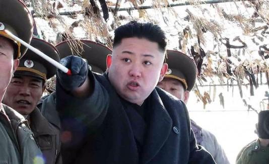 Kim Jong-un en una inspección.