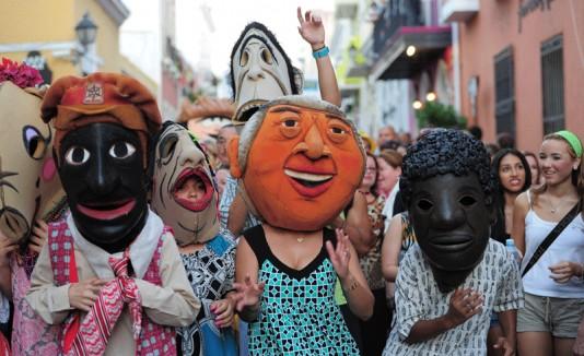 La algarabía  por el inicio de las Fiestas de la Calle San Sebastián era evidente desde tempranas horas del día, cuando el  público comenzó a llegar al Viejo San Juan.