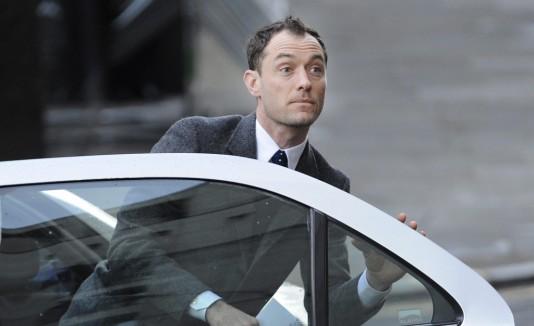 El actor Jude Law al llegar al Tribunal Penal Central de Londres.