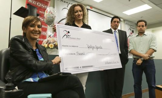 Mayra Elías Díaz otorga donativos a personas afectadas por accidentes