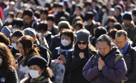 Japón recuerda en silencio el terremoto y tsunami tres años después