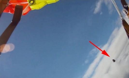 Meteorito casi impacta paracaidista