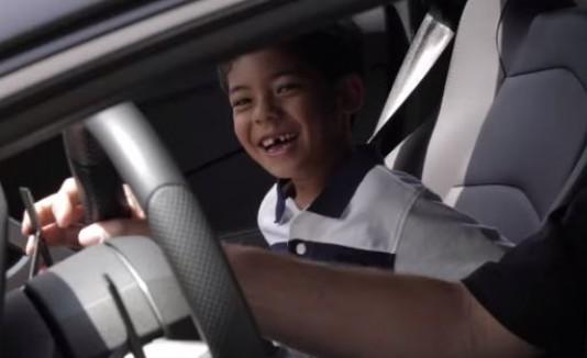 Jacob recibe sorpresa de Lamborghini
