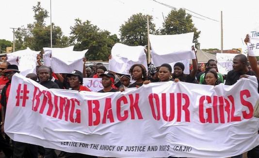Nigerianos reclamaron ayer información sobre las gestiones que hace el gobierno para liberar a las más de 200 niñas secuestradas.