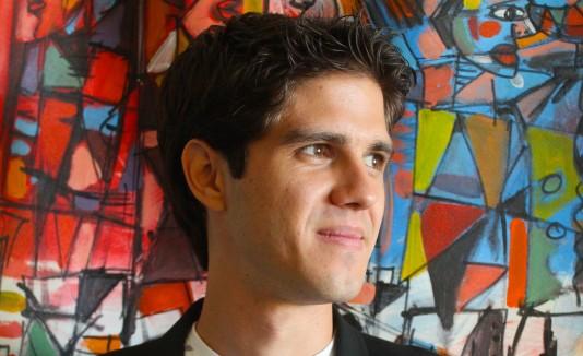 Juan Matos Allongo se graduó de la escuela superior de Ponce y continuó estudios en Boston, en el Berklee College of Music.