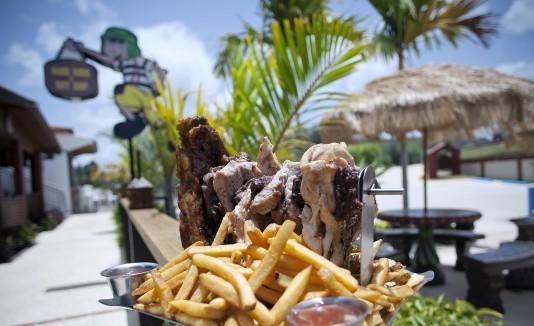 En la Vecindad del Chavo Bar & Grill te deleitarás con una amplia variedad de platos criollos y creativos.