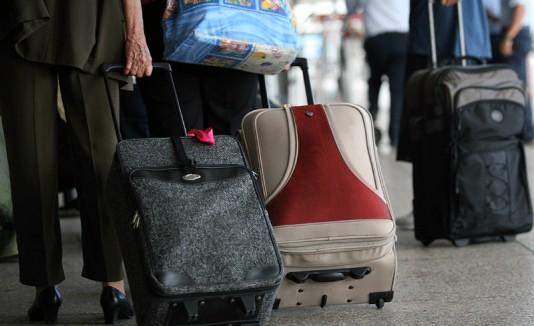 Éxodo puertorriqueño aeropuerto maletas