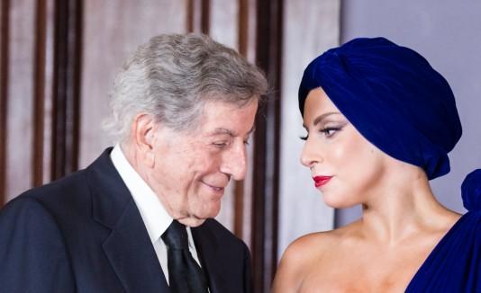 Lady Gaga se presentó en Bruselas junto a Tony Bennet.