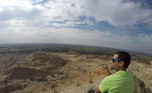 Nino Davis  visita las Pirámides Túcumes en Perú.