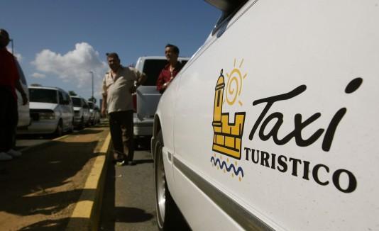Los taxistas aseguran que alguien  busca lucrarse con la medida.