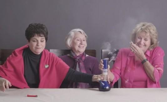 Abuelas fumando