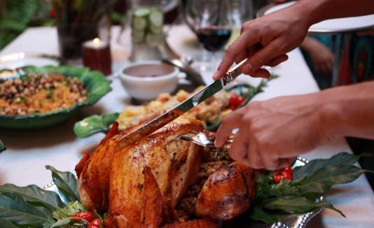 Preparar una cena para diez personas, este año costará $49.41.