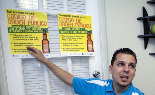 Víctor Reyes, coordinador de Iniciativa Comunitaria, explicó que los padres muchas veces no dan importancia a este problema, pues son ellos quienes le dan a probar las bebidas a sus hijos en actividades en el hogar.