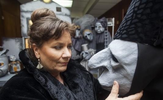 """Deborah Hunt presenta hoy """"La Gris y Babún""""."""