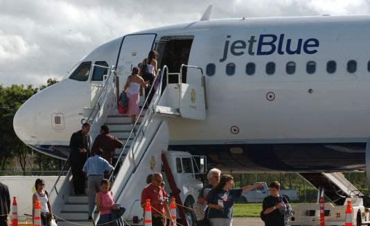 Los viajes domésticos entre los aeropuertos de Mayagüez, Aguadilla y Ponce, entre otros, pagarán por ese impuesto cuando se compre el combustible.