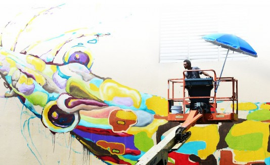 """Eduardo Larregui fue uno de los artistas que participó en la primera edición de """"Los muros hablan"""" en Río Piedras."""