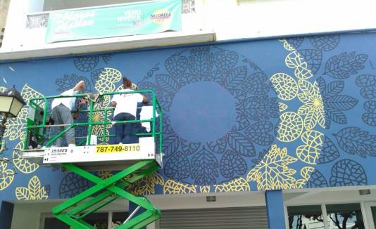 Los edificios fueron pintados por artistas locales e internacionales.