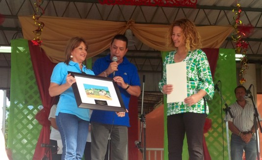 El evento fue dedicado a la presidenta del Comité Olímpico de Puerto Rico, Sara Rosario, a la derecha.
