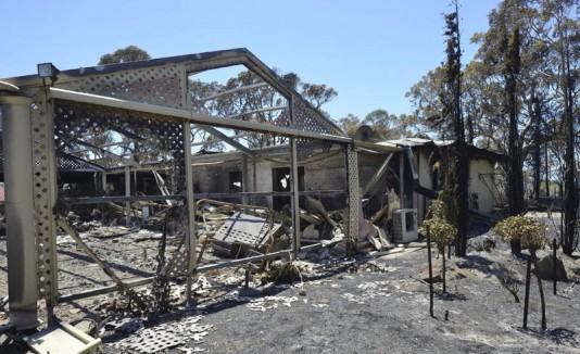 Incendio arrasa 26 hogares en Australia