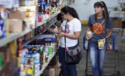 El clasificar y organizar los alimentos es una de las tarea importante para el éxito de los programas y servicios que ofrece el BAPR.