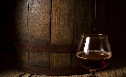 Los barriles de borbón le aportan a la cerveza añeja un sabor único por su alto contenido de especias y alcohol.
