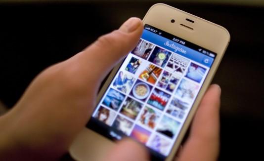 Instagram demostrado en un iPhone.