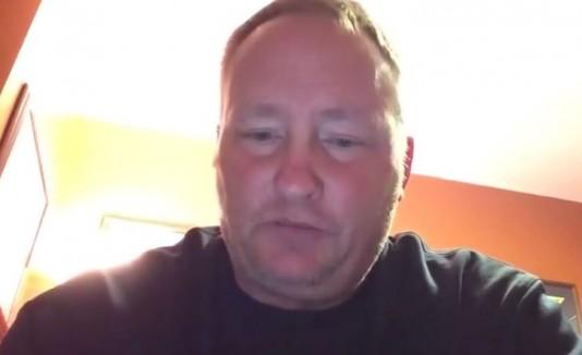 Padre hace frente al bullying