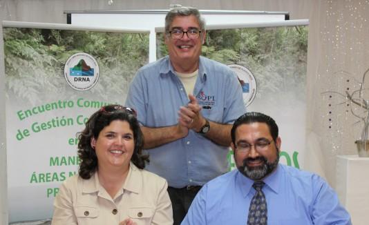 Carmen Guerrero,  secretaria del  DRNA junto a  Israel Guzmán y Javier Biaggi de SOPI.