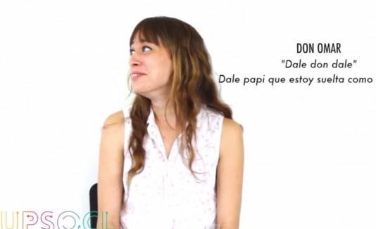 Mujer reaccionando a una parte de una canción de Don Omar.