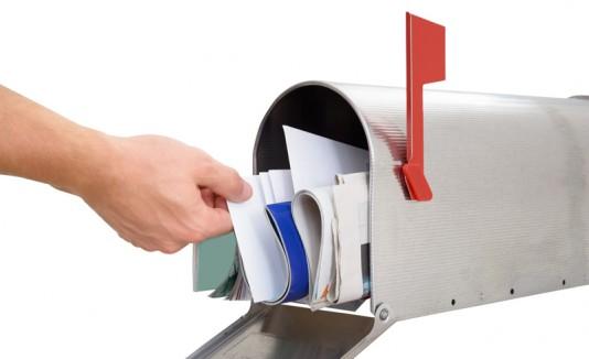 Buzón de correo con cartas