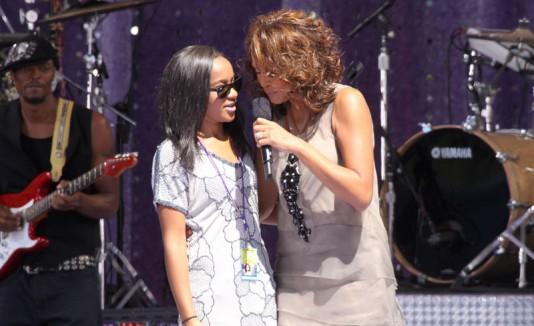 Bobbi Kristina junto a Whitney Houston