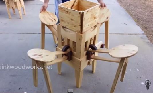V deo hombre inventa asombrosa mesa plegable for Mesa de camping plegable con sillas