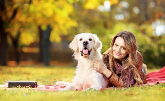 Mujer con perro, mascota