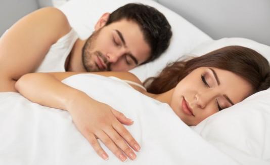 Pareja durmiendo, dormir