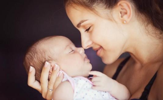 Madre y su bebé