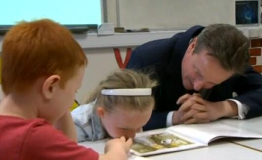 David Cameron y niña