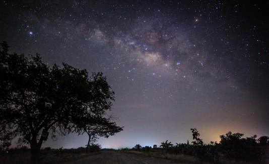 Vía Láctea vista desde una granja