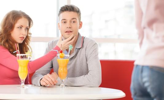Celos de una mujer hacia su pareja