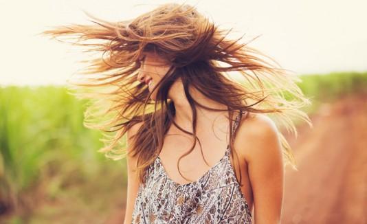 Muchacha con pelo largo