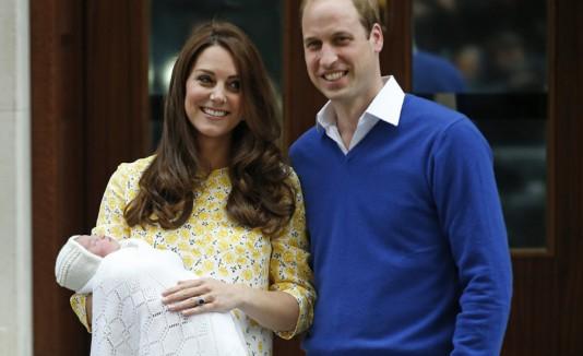 Príncipe William y Kate Middleton con su hija