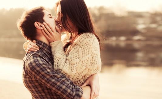 Pareja enamorada llena de amor